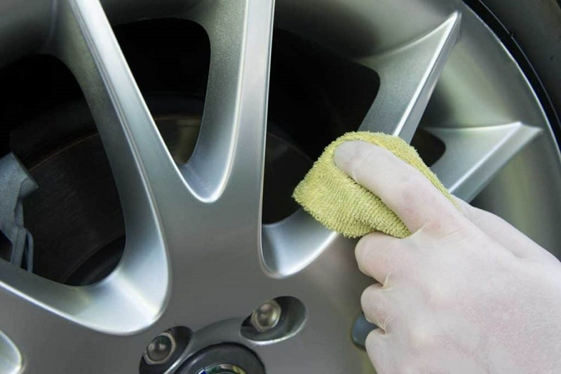 washing car rims detailing 1024x683 1