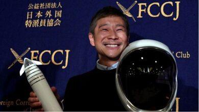 Japanese billionaire Yusaku Maezawa looks for volunteers for SpaceX flight around the moon